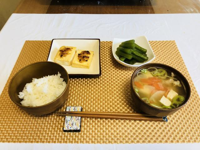 焼き豆腐と豚汁の和定食セット