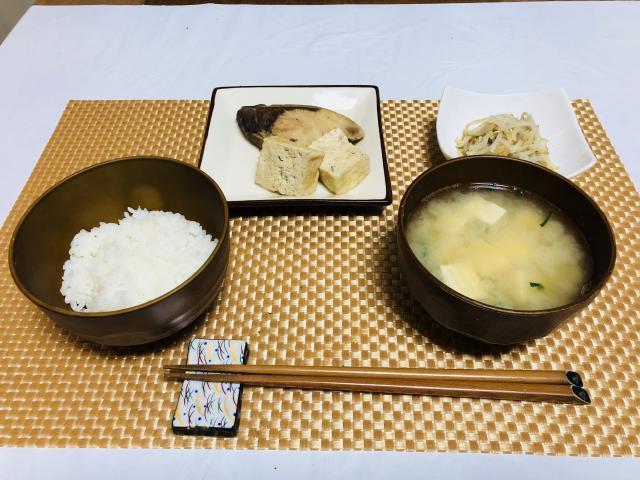 ふわふわ豆腐とブリの煮つけで栄養満点!