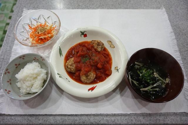 豆腐で低カロリー◎みんな大好きミートボールのトマト煮