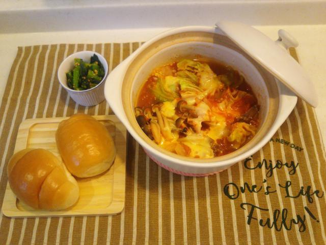 たくさんの野菜でかさまし♪鶏胸肉のヘルシートマト鍋