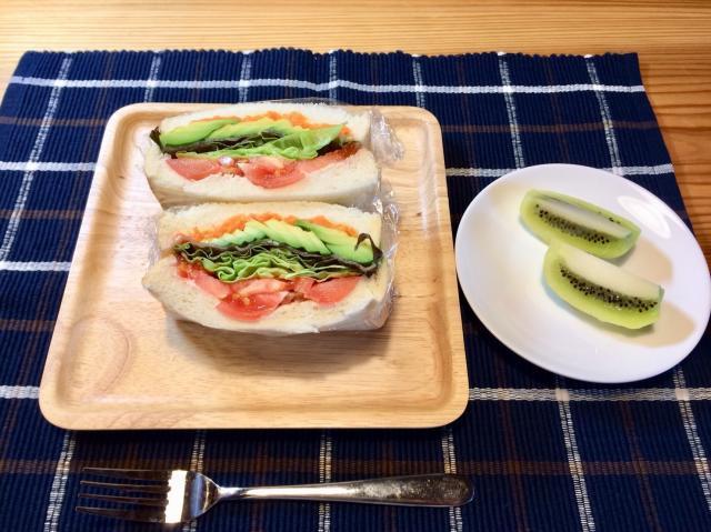 野菜たっぷり♪シャキシャキ野菜のアボカドサンドイッチ