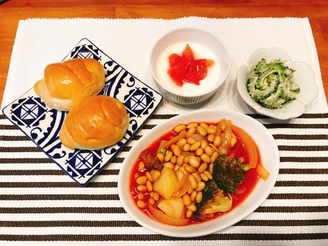 朝食におすすめ!大豆と野菜のトマト煮込み